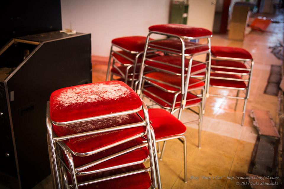 アミューズメントどんどん 秋田本店_ゲーセンの赤い椅子