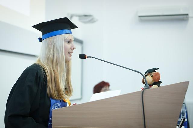 graduation-2038866_640.jpg