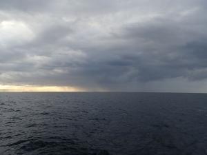 PB040019 7時25分沖は雨模様