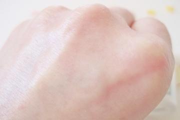 真皮・表皮幹細胞、5種類のヒト型セラミド、ピーリングで肌再生力を上げる【エトヴォス バイタライジングライン】お試し!