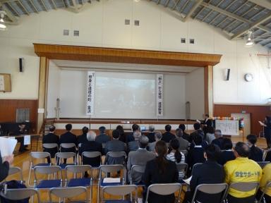 川畑学校長の学校と二宮金次郎像紹介