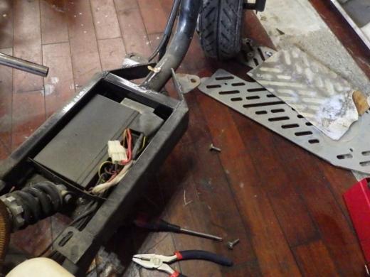 エンジン付きキックボード分解 (6)