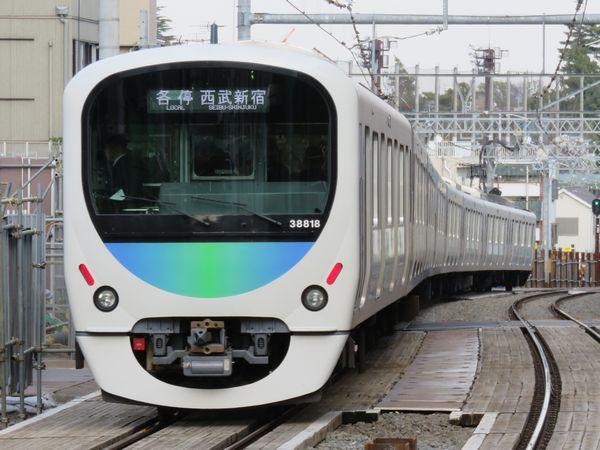 西武新宿線の次世代通勤車として増備が進む30000系。