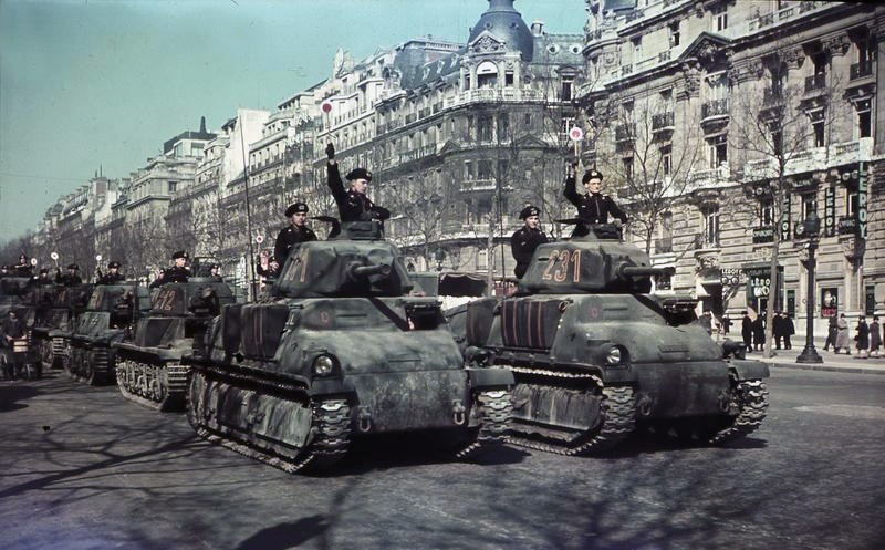 Paris2C_Parade_deutscher_Panzer.jpg