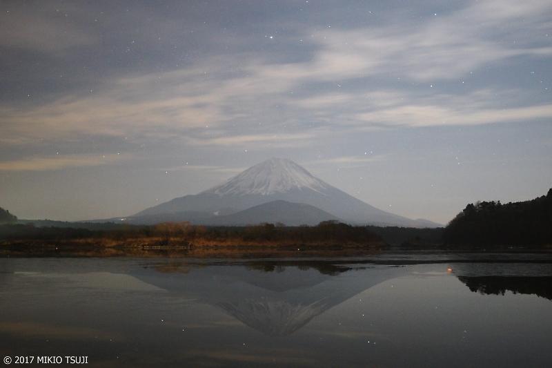 絶海探しの旅 - 0144 星の雪降る精進湖と富士山  (山梨県 富士河口湖町)