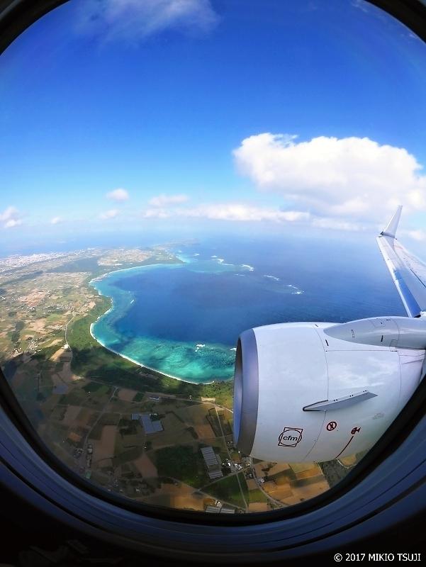 絶景探しの旅 - 0156 エメラルド色の海の島 (沖縄県 宮古島上空)